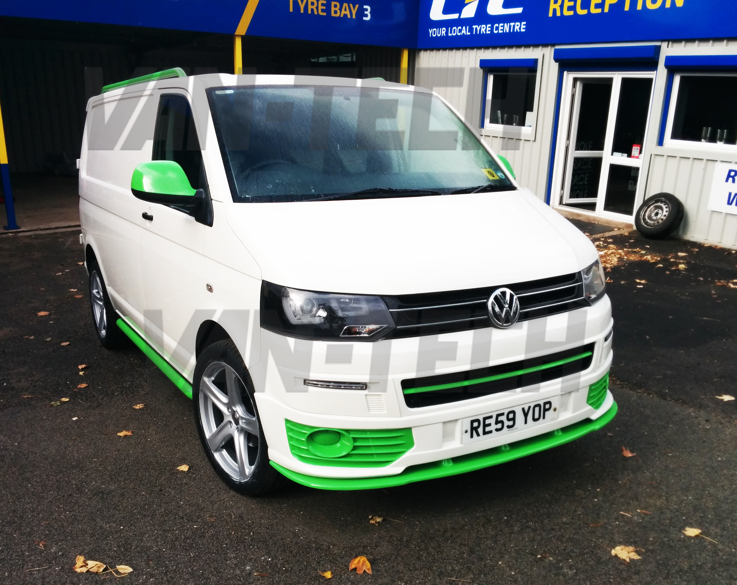 Sold Volkswagen Transporter T5 Van White And Green 2009 1