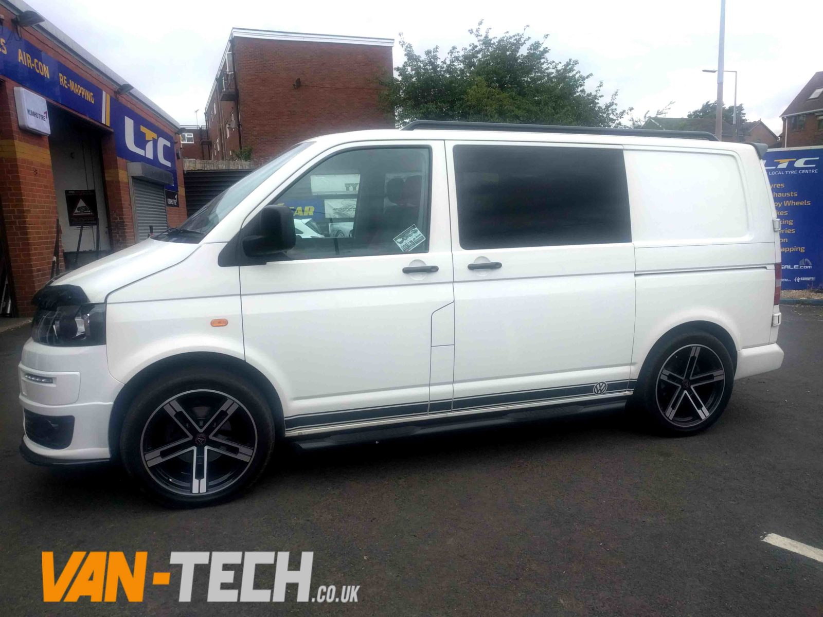 sold vw transporter t5 factory combi van white 2007 1 9 tdi swb van tech. Black Bedroom Furniture Sets. Home Design Ideas