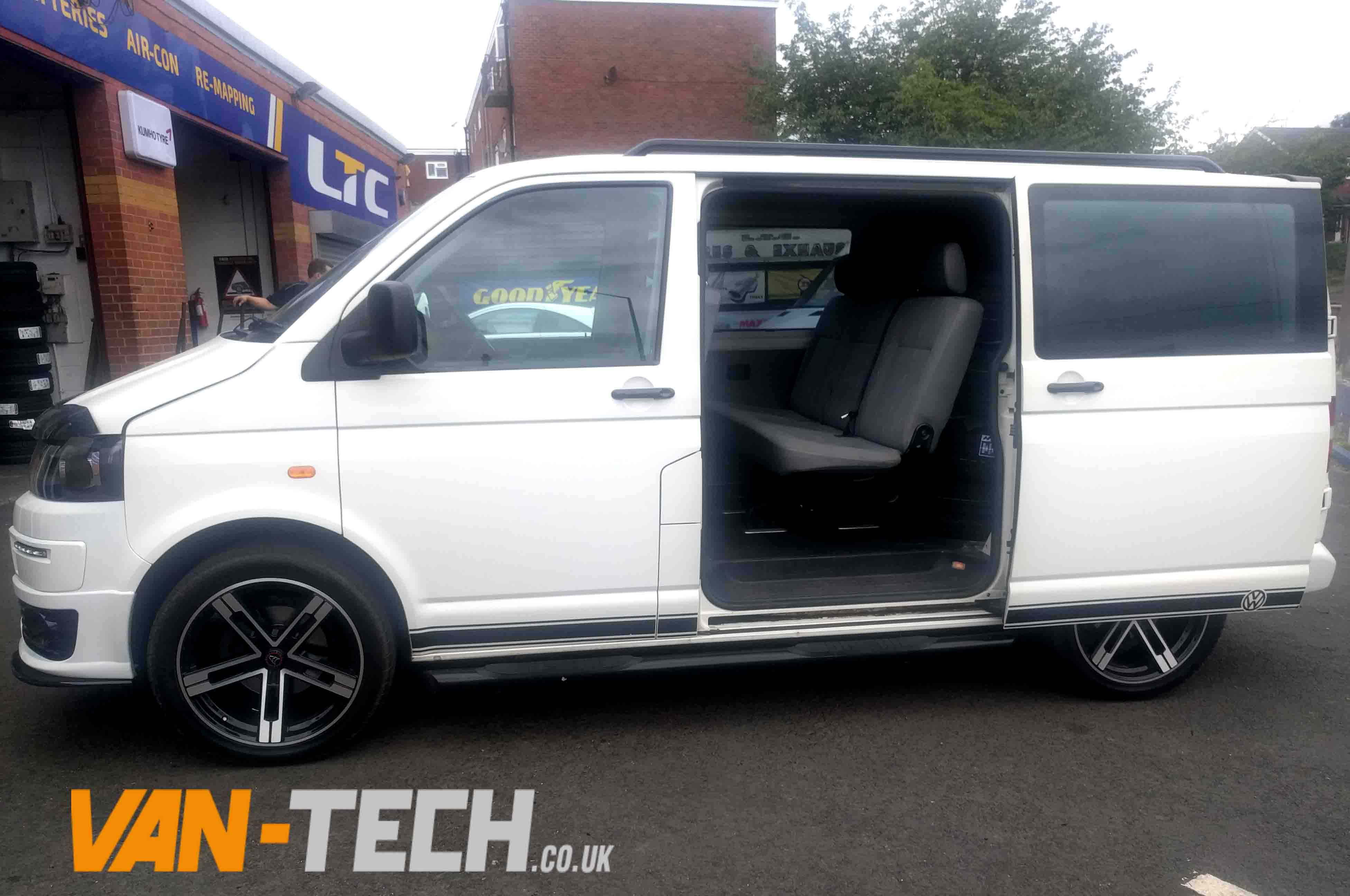 Range Rover Discovery Sport >> SOLD VW Transporter T5 Factory Combi Van White 2007 1.9 ...