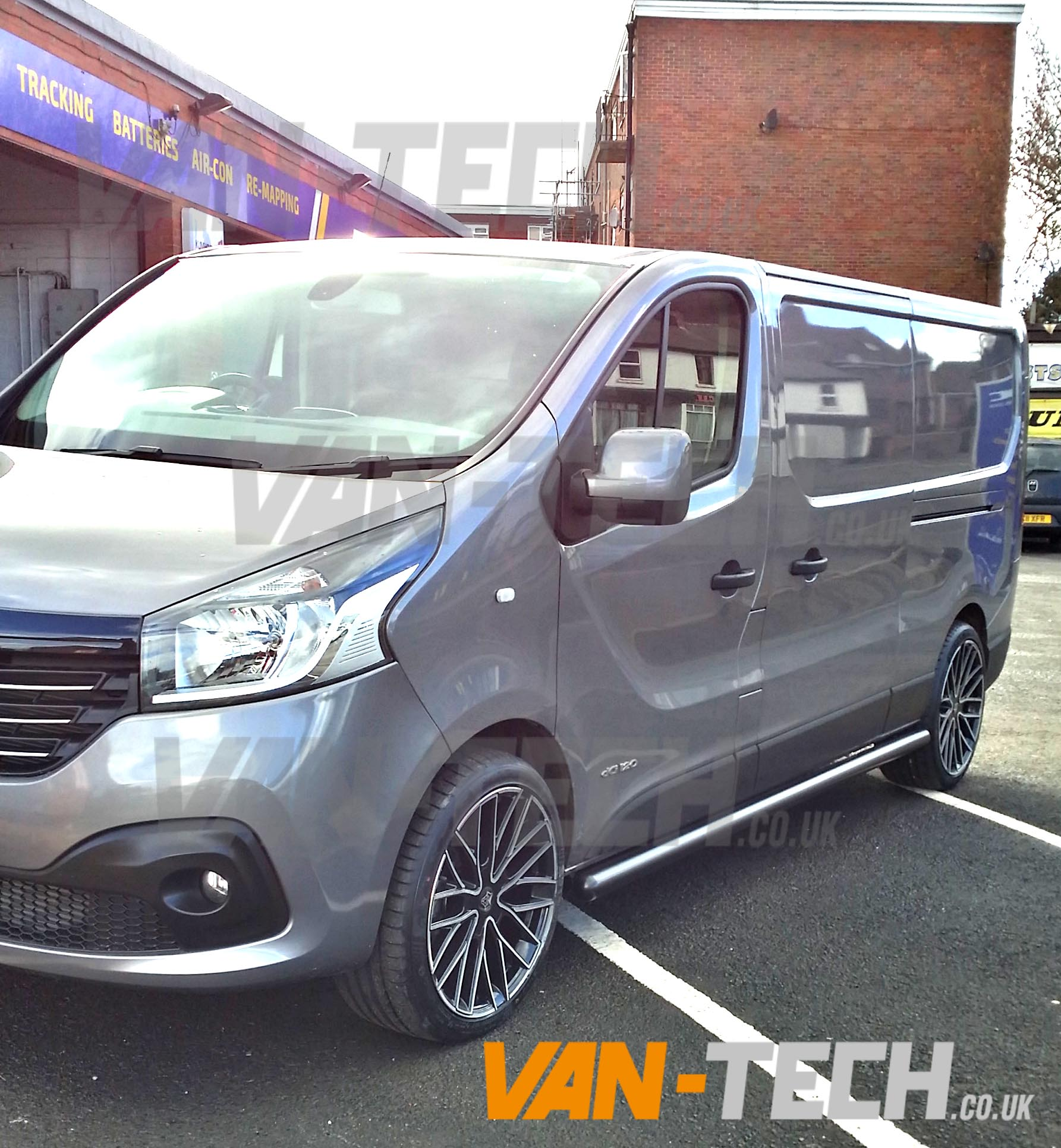 Range Rover Sport 20 Inch Wheels >> Renault Trafic New Shape with Side Bars and Wheels | Van-Tech